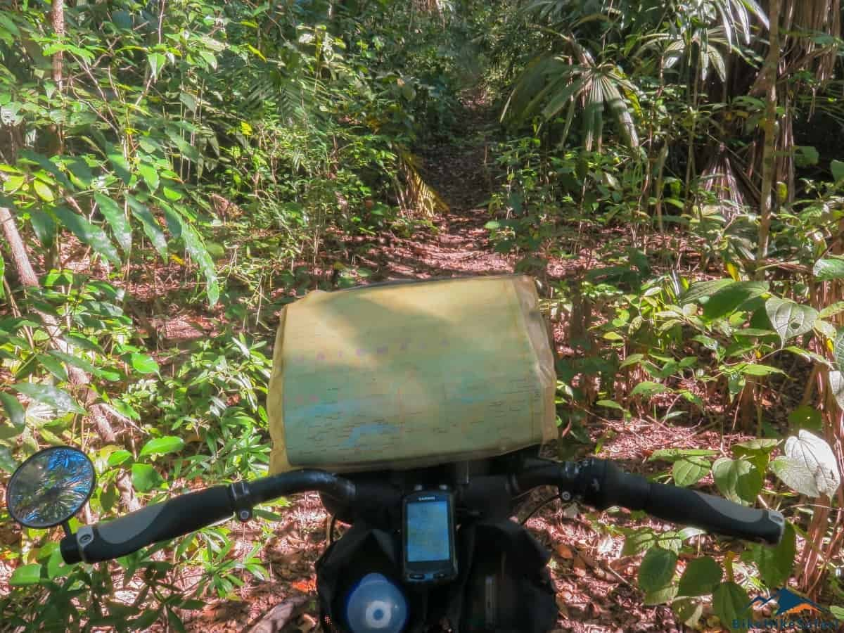 El Zotz Tikal Trek gets narrow